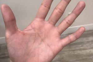 指紋認証が使えなくなる美容師あるある。